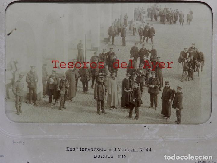 Militaria: FOTOGRAFIA ALBUMINA DEL REGIMIENTO INFANTERIA DE S. MARCIAL N. 44, BURGOS 1910, FOTO J. DAVID, PARIS - Foto 2 - 63090872
