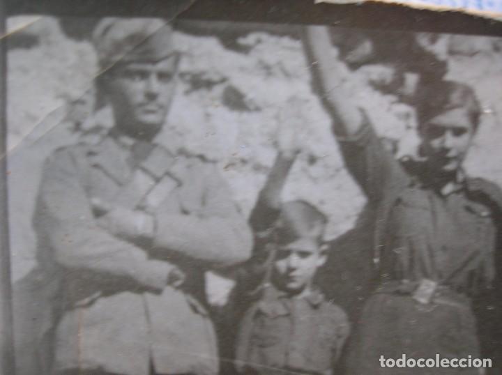 Militaria: RARO LOTE DE FOTOS DE FALANGISTAS CON UN SOLDADO DEL CTV ITALIANO. BATALLA DE GUADALAJARA. FALANGE. - Foto 2 - 65822090