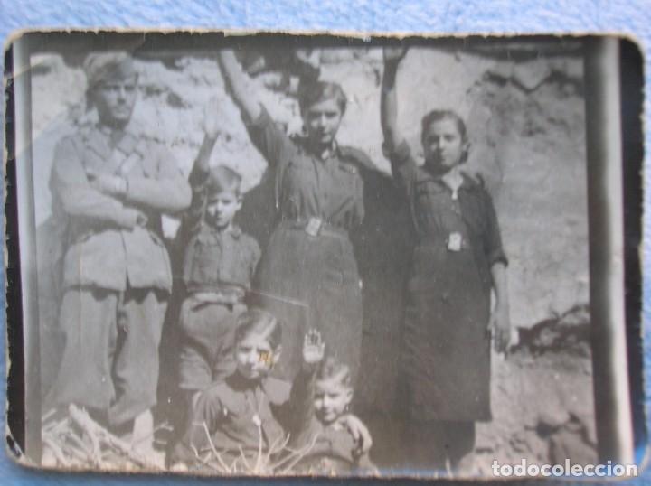 Militaria: RARO LOTE DE FOTOS DE FALANGISTAS CON UN SOLDADO DEL CTV ITALIANO. BATALLA DE GUADALAJARA. FALANGE. - Foto 3 - 65822090