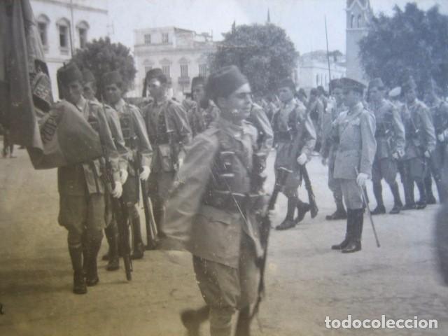 FOTOGRAFÍA SOLDADOS REGULARES. JURA DE BANDERA MELILLA 1944 (Militar - Fotografía Militar - Otros)