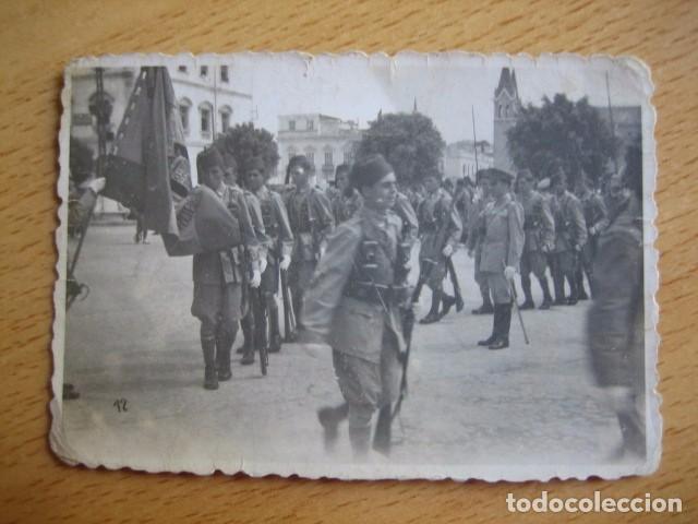 Militaria: Fotografía soldados Regulares. Jura de bandera Melilla 1944 - Foto 2 - 66045818
