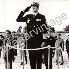 Militaria: ROTA, CADIZ,1976, EL REY DURANTE LOS ACTOS DE LA COMMEMORACION DE LAS CIEN MIL HORAS DE VUELO. Lote 67869709