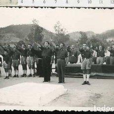 Militaria: FOTOGRAFÍA FALANGE : FRENTE DE JUVENTUDES - OJE CARA AL SOL, PLAZA DE JOSE ANTONIO. Lote 68596549
