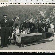 Militaria: FOTOGRAFÍA FALANGE : FRENTE DE JUVENTUDES - OJE ,. ENTREGA DE TROFEOS. Lote 68596725