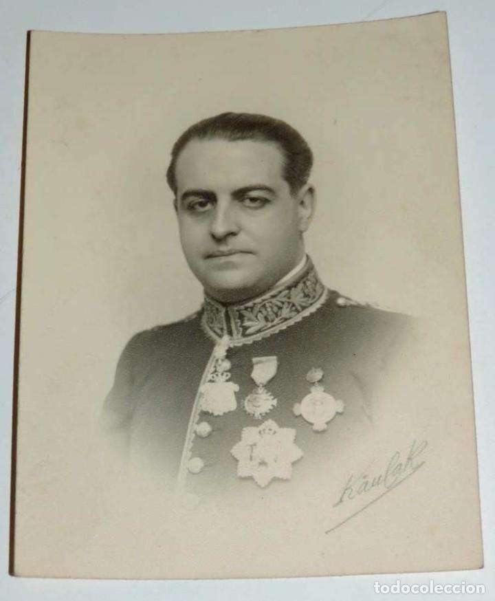 FOTOGRAFIA DE DIPLOMATICO O JERARCA DE UN MINISTERIO, FOTO KAULAK, MUY CONDECORADO, MIDE 12 X 8 CMS. (Militar - Fotografía Militar - Otros)