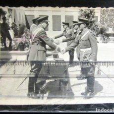 Militaria: FOTOGRAFIA MILITAR MILITARY PHOTOGRAPH #16 ENTREGA DISTINCIONES. Lote 69023961