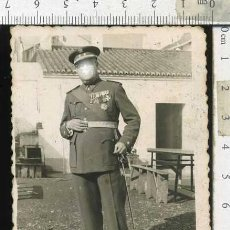 Militaria: MILITAR FOTOGRAFIA TENIENTE CORONEL VETERANO DE GUERRA CONDECORACIONES.... Lote 69979873