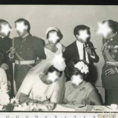 Militaria: MILITAR FOTOGRAFÍA BODA CON COMANDANTE DE INFANTERIA MUY CONDECORADO. Lote 69980381