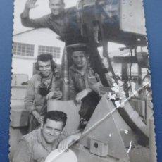 Militaria: ARMADA ESPAÑOLA. GRUPO DE MARINEROS EN UN CAÑÓN. FRAGATA RAPIDA FUROR (F-34). Lote 70292709