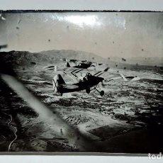 Militaria: FOTOGRAFIA PLENA GUERRA CIVIL DE DOS AVIONES NACIONALES SOBREVOLANDO ALHAURIN DE LA TORRE, DEDICADA . Lote 72843055