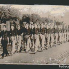 Militaria: CÁDIZ.FOTOGRAFÍA DE MILICIAS DE FALANGE DESFILANDO.AÑOS 40S. Lote 73045967