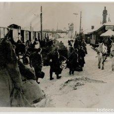Militaria: FOTOGRAFIA II GUERRA MUNDIAL - EN EL FRENTE DEL ESTE LAS TROPAS SON TRANSPORTADAS A SU DESTINO. Lote 73438843