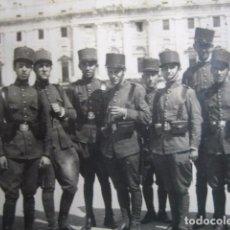 Militaria: FOTOGRAFÍA SOLDADOS DEL EJÉRCITO ESPAÑOL. REGIMIENTO INMEMORIAL DEL REY. Lote 74388747