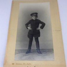 Militaria: ANTIGUA FOTOGRAFIA DE NIÑO VESTIDO DE MILITAR - EPOCA ALFONSO XIII - 1924 - ALFONSO OLTRA BORBON - F. Lote 77673037