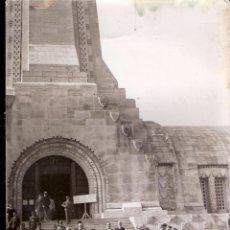 Militaria: EL GENERAL RYDZ SMIGLY Y EL GENERAL GAMELIN EN EL OSARIO DE DOUAUMONT. FRANCE PRESSE. 09/03/1936.. Lote 78140945