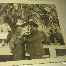 Militaria: MOMENTO DE LA CONCESION DE LA PLACA DE INTERVENTOR HONORIFICO DE LARACHE A JOAQUIN CEBOLLINO. Lote 78297773