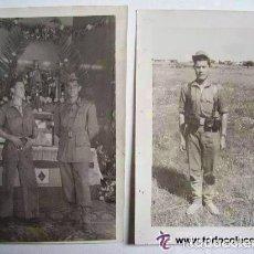 Militaria: LOTE DE 2 FOTOS SOLDADO DE ARTILLERIA DE CORIPE HACIENDO LA MILI EN SANLUCAR LA MAYOR, 1956. Lote 155701781