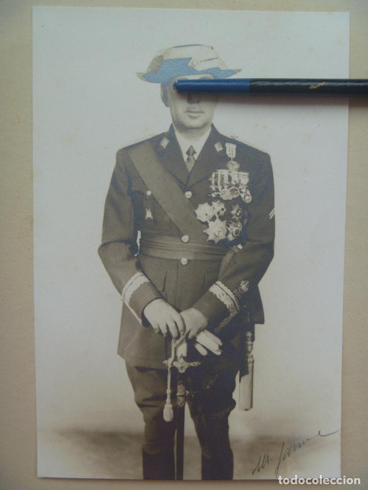 GENERAL GUARDIA CIVIL : MEDALLA MILITAR INDIVIDUAL , COLECTIVA DOS BARRITAS Y MAS. CON SABLE GALA (Militar - Fotografía Militar - Otros)