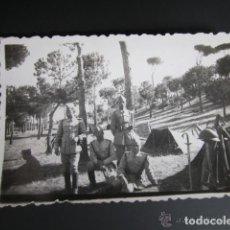Militaria: ANTIGUA FOTOGRAFÍA MILITAR. PINAR DE PUENTE DUERO, ACADEMIA DE CABALLERÍA. VALLADOLID, AÑO 1942. Lote 81397488