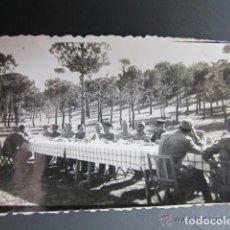 Militaria: ANTIGUA FOTOGRAFÍA MILITAR. MESA DE LOS PROFESORES, ACADEMIA DE CABALLERÍA. VALLADOLID, AÑO 1942. Lote 81404132