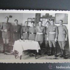 Militaria: ANTIGUA FOTOGRAFÍA MILITAR. MELILLA. MANDOS DEL ESCUADRÓN DE AMETRALLADORAS A CABALLO. AÑO 1948. Lote 81444992