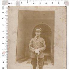 Militaria: FOTOGRAFÍA MILITAR DE CON SABLE, Y BOTAS DE MONTAR ALFONSO XIII. Lote 82220692