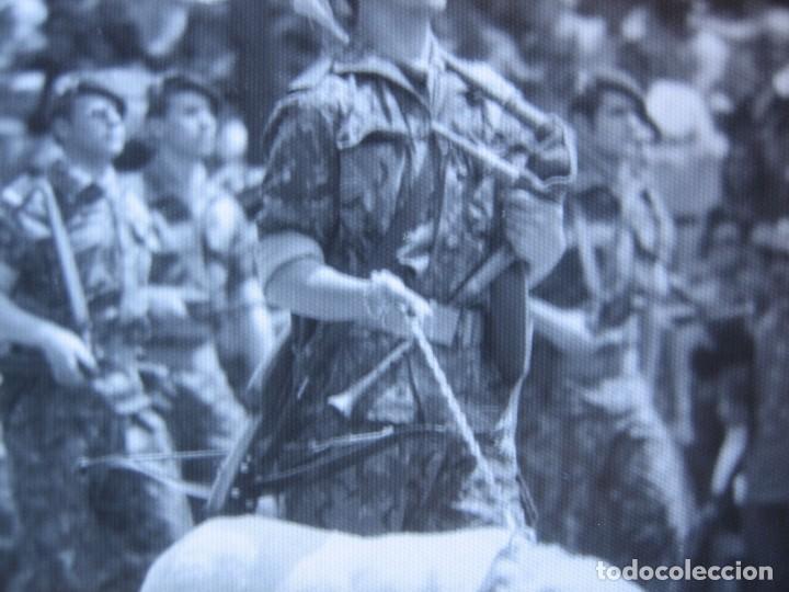 Militaria: Fotografía guerrillero COES. Desfile de la Victoria Madrid - Foto 4 - 82228052