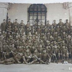 Militaria: FOTOGRAFIA COMPAÑÍA SOLDADOS REGIMIENTO INFANTERÍA 49 VALENCIA. Lote 82393804