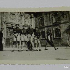 Militaria: FOTOGRAFIA DE MIEMBROS DEL FRENTE DE JUVENTUDES, SANTIAGO DE COMPOSTELA, JULIO DE 1943, FALANGE, MID. Lote 83363412