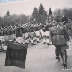 Militaria: FOTOGRAFIA DEL GENERALISIMO FRANCO. REVISTA AL FRENTE DE JUVENTUDES. PALACIO DE EL PARDO. FALANGE. Lote 85167424