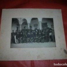 Militaria: ANTIGUA FOTOGRAFÍA DE BANDA MILITAR DE MÚSICA. MONTADA SOBRE CARTONÉ ORIGINAL DE ÉPOCA. Lote 85529256