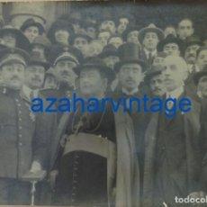 Militaria: OVIEDO, ESPECTACULAR FOTOGRAFIA DE FRANCO JUNTO AL OBISPO DE OVIEDO, FOT.ARMAN,40X30 CMS. Lote 85975260