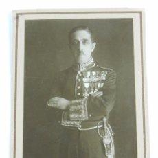 Militaria: FOTOGRAFIA DE CABALLERO CON UNIFORME DE GALA, MUY CONDECORADO, MIDE 16 X 12,5 CMS.. Lote 86085528