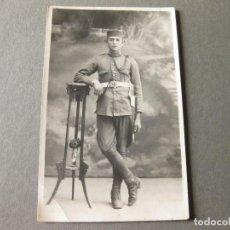 Militaria: FOTOGRAFIA POSTAL DE UN SOLDADO DEL REGIMIENTO 14 DE ARTILLERÍA DE LA EPOCA DE ALFONSO XIII. Lote 86647936