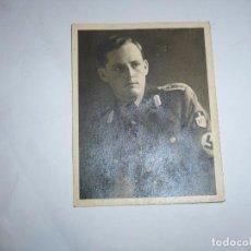 Militaria: FOTOGRAFIA OFICIAL ALEMAN CON BRAZALETE NAZI ,TRAJE DE PASEO Y EMBLEMAS 2 G.M.. Lote 87032588