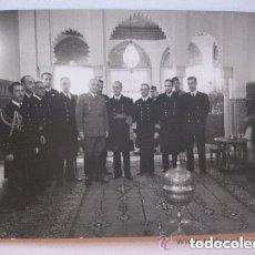 Militaria: EL GENERAL VARELA CON GENERAL DE LA ARMADA Y OTROS OFICIALES . TETUAN, 1946. DE CORTES. Lote 87056656