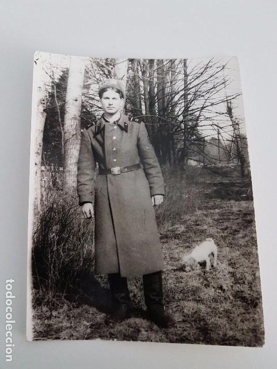FOTOGRAFÍA SOLDADO RUSO JUNTO A PERRO (Militar - Fotografía Militar - II Guerra Mundial)