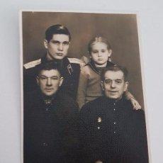 Militaria: FOTO SOLDADO RUSO POSANDO CON SU FAMILIA. Lote 87169000