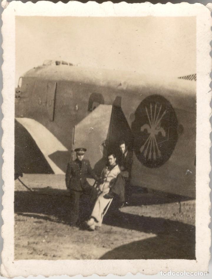 FOTOGRAFÍA DE MILITARES POSANDO JUNTO AVIÓN EJÉRCITO DE FRANCO - SÍMBOLO DE FALANGE – GUERRA CIVIL (Militaria - Militärische Fotografien - Spanischer Bürgerkrieg)