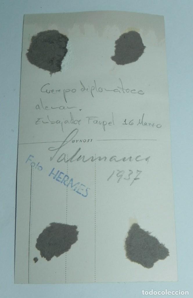 Militaria: FOTOGRAFIA DE FRANCISCO FRANCO CON EL CUERPO DIPLOMATICO ALEMAN, EMBAJADOR FAUPEL, 16 DE MARZO DE 19 - Foto 2 - 87300016
