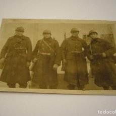 Militaria: ANTIGUA FOTO DE 4 MILITARES. NO ESPECIFICA PAIS NI FECHA. Lote 87562448