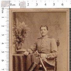 Militaria: FOTOGRAFÍA CDV MILITAR ALEMÁN BERLIN CON SABLE. Lote 88165292