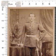 Militaria: FOTOGRAFÍA CDV MILITAR ALEMÁN BERLIN CON SABLE. Lote 88165356
