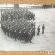 Militaria: MILITARES DESFILANDO. Lote 114012048