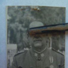 Militaria: FOTO DE CARNET DE OFICIAL DE OFICINAS MILITARES CON MEDALLA MILITAR INDIVIDUAL. Lote 92173815