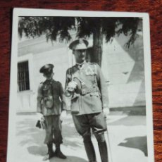 Militaria: FOTOGRAFIA DE JURA DE BANDERA EN EL COLEGIO DE GUARDIA JOVENES DE VALDEMORO EN 1943, GUARDIA CIVIL, . Lote 92788560