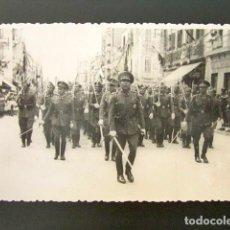 Militaria: ANTIGUA FOTOGRAFÍA DESFILE MILITAR EN MELILLA. FOTO IMPERIO - MELILLA.. Lote 94071295