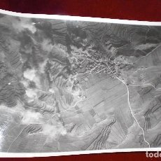Militaria: FOTO FOTOGRAFIA GUERRA CIVIL BOMBARDEO DE ALDEHUELA. Lote 94692231