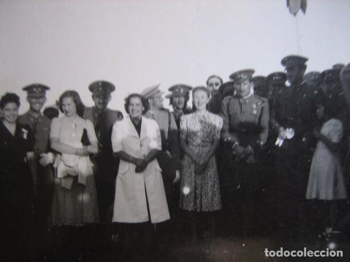 FOTOGRAFÍA CAPITÁN DEL EJÉRCITO ESPAÑOL. MEDALLA MÉRITO MILITAR INDIVIDUAL (Militar - Fotografía Militar - Otros)