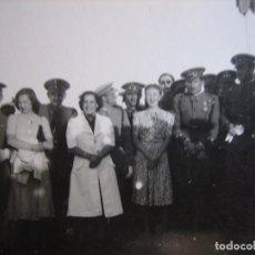 Militaria: FOTOGRAFÍA CAPITÁN DEL EJÉRCITO ESPAÑOL. MEDALLA MÉRITO MILITAR INDIVIDUAL. Lote 95081395